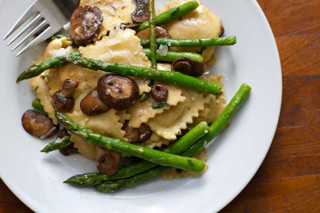 ravioli with asparagus and mushrooms on a plate