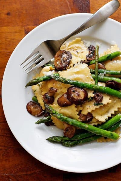 Ravioli with Asparagus and Mushrooms | girlgonegourmet.com