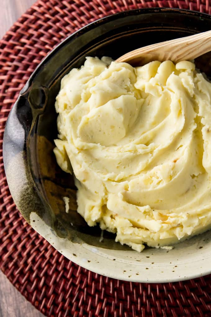 easy mashed potatoes in a serving bowl