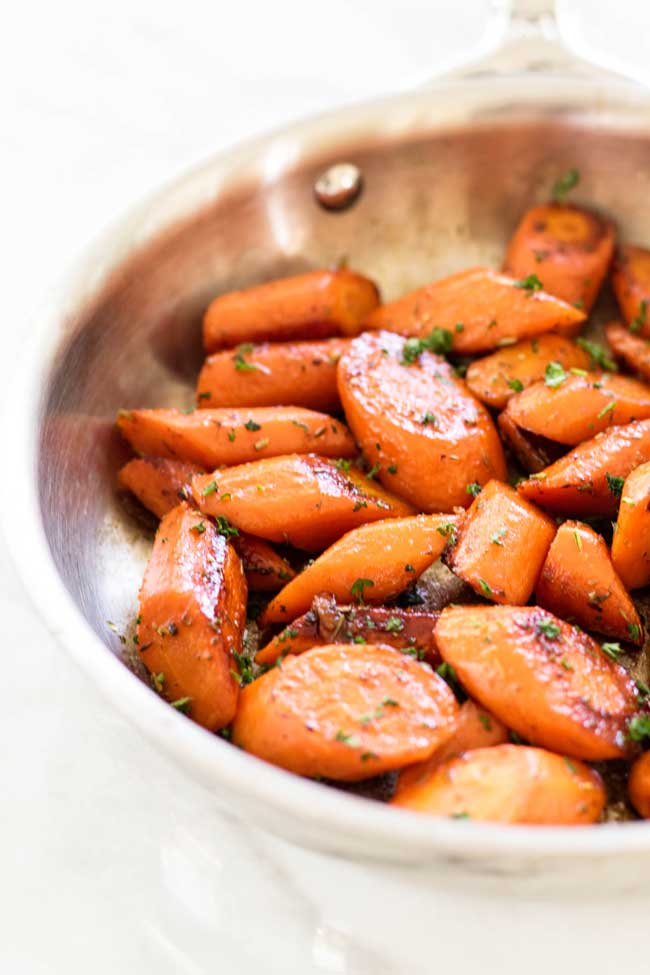 These lemon-honey glazed carrots are a great side dish! | girlgonegourmet.com