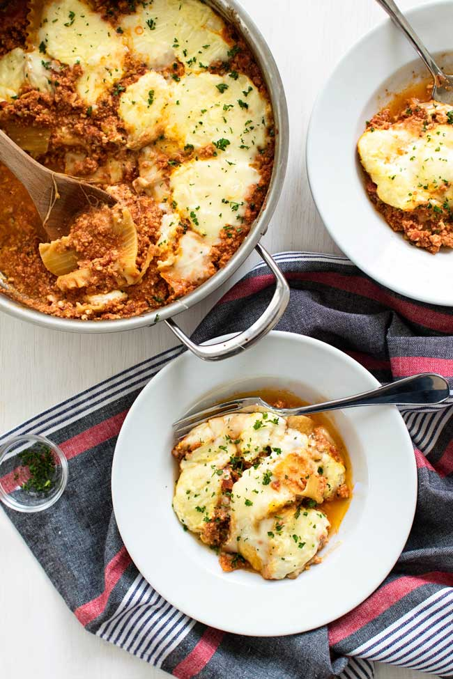 A traditional lasagna with all it's perfectly stacked layers is great, but this one-pan, lower-maintenance skillet chicken lasagna has everything to love about lasagna except easier to make with less clean up | girlgonegourmet.com