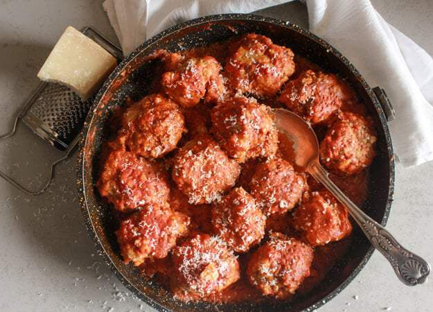 24 Meatball Recipes: Traditional Meatballs