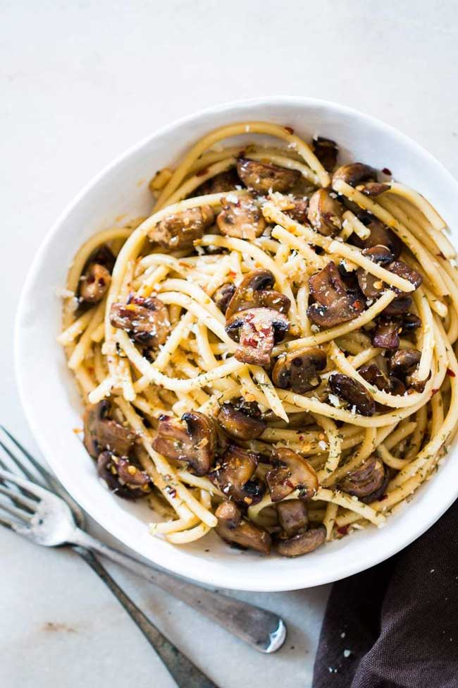 15-Minute Mushroom Spaghetti Aglio e Olio