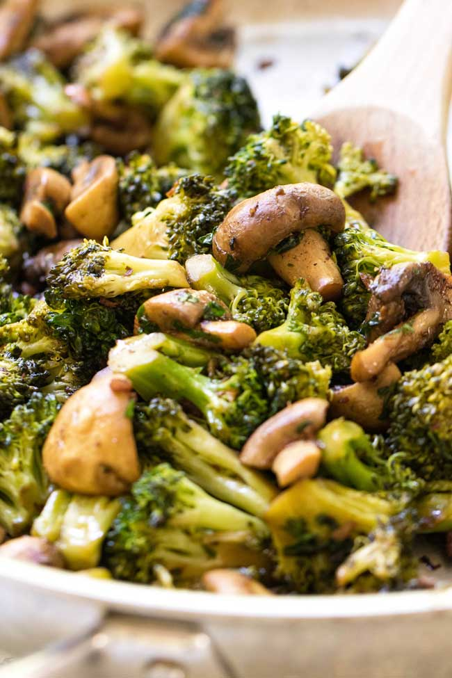 Easy Skillet Mushrooms and Broccoli with Pancetta