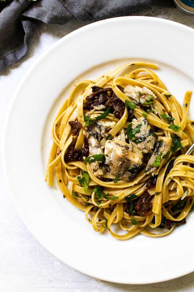 Easy sun-dried tomato pasta with sardines