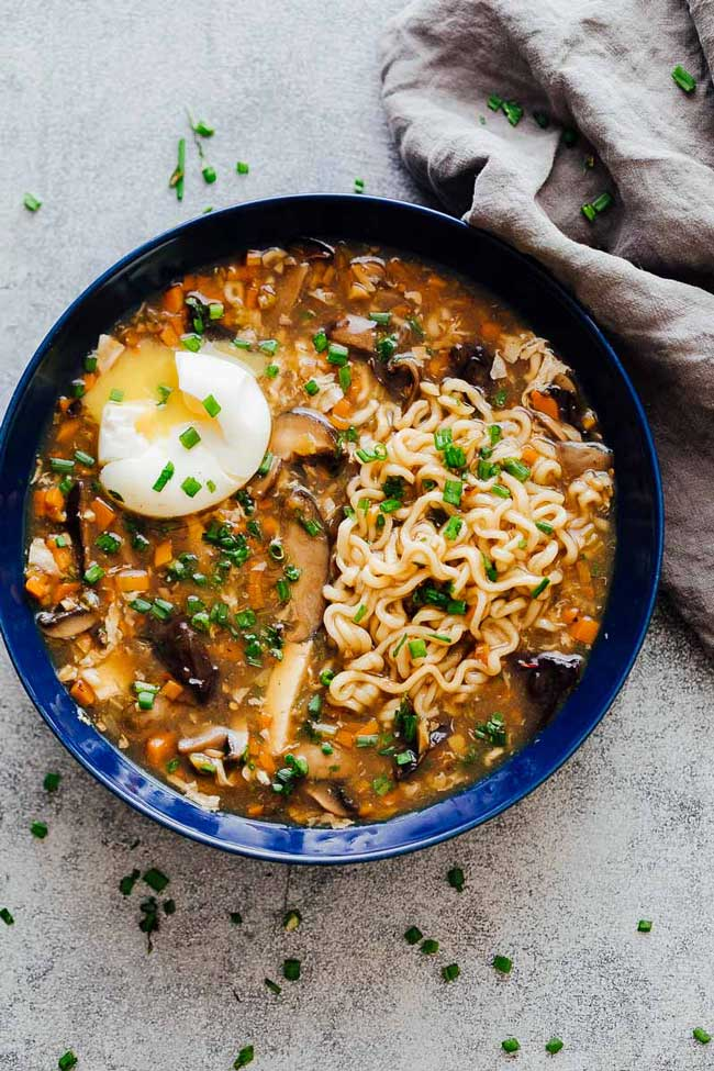 chinese hot and sour soup with ramen