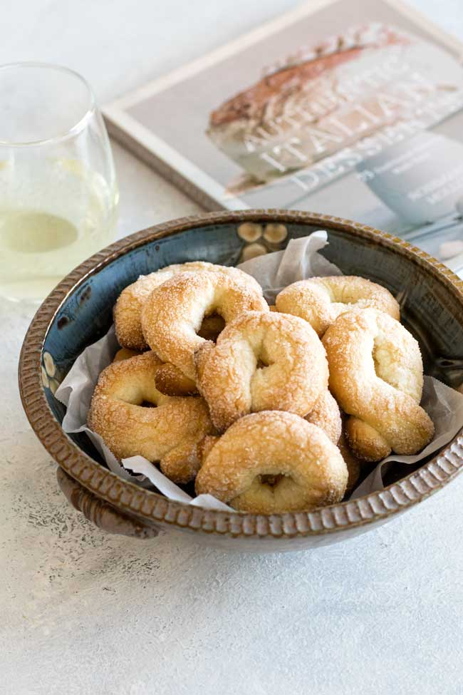 photo of a bowl of wine cookies