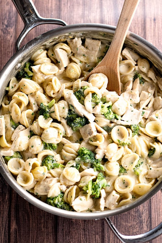 overhead photo of a pan of chicken and broccoli pasta