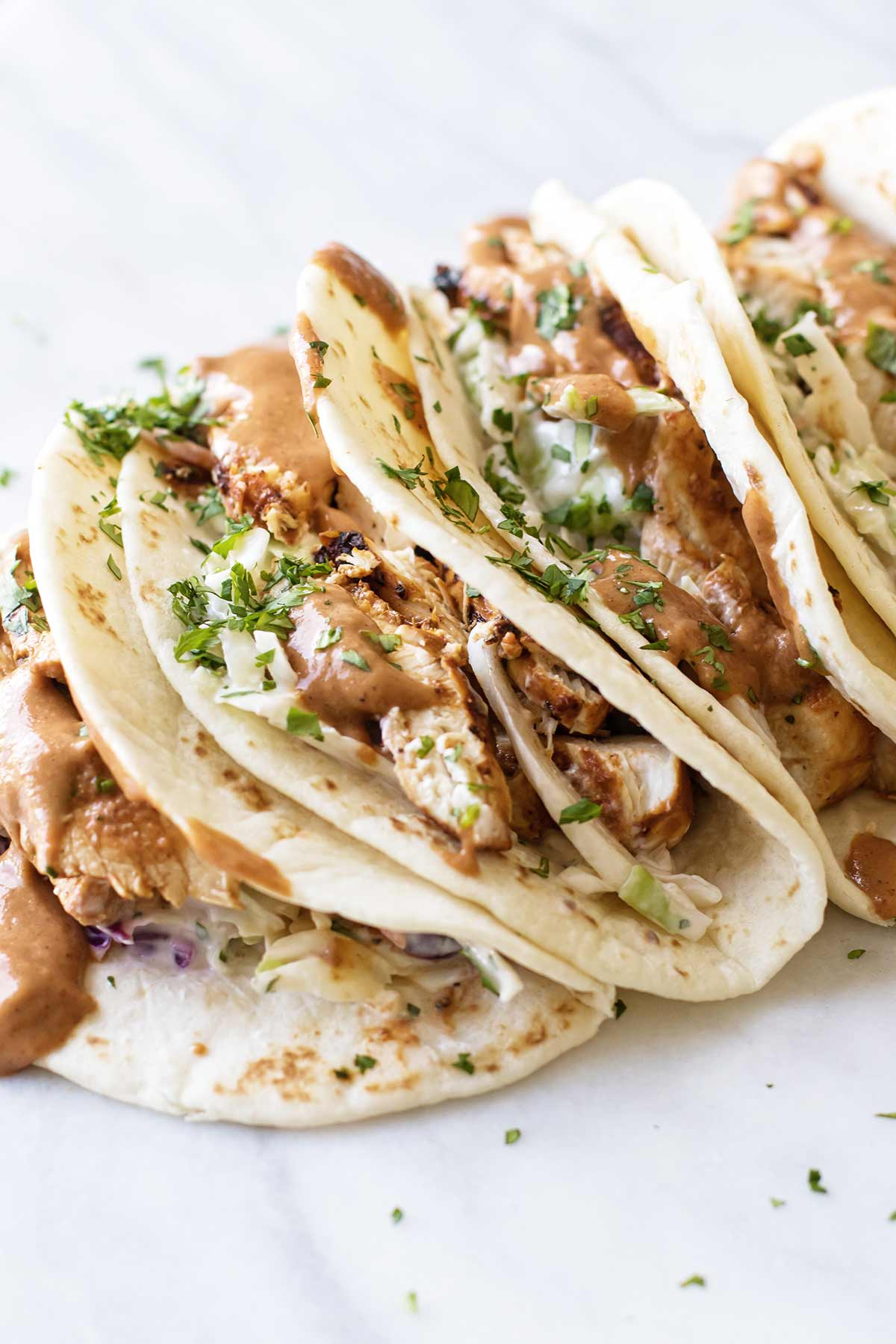 close-up photo of a chicken tacos