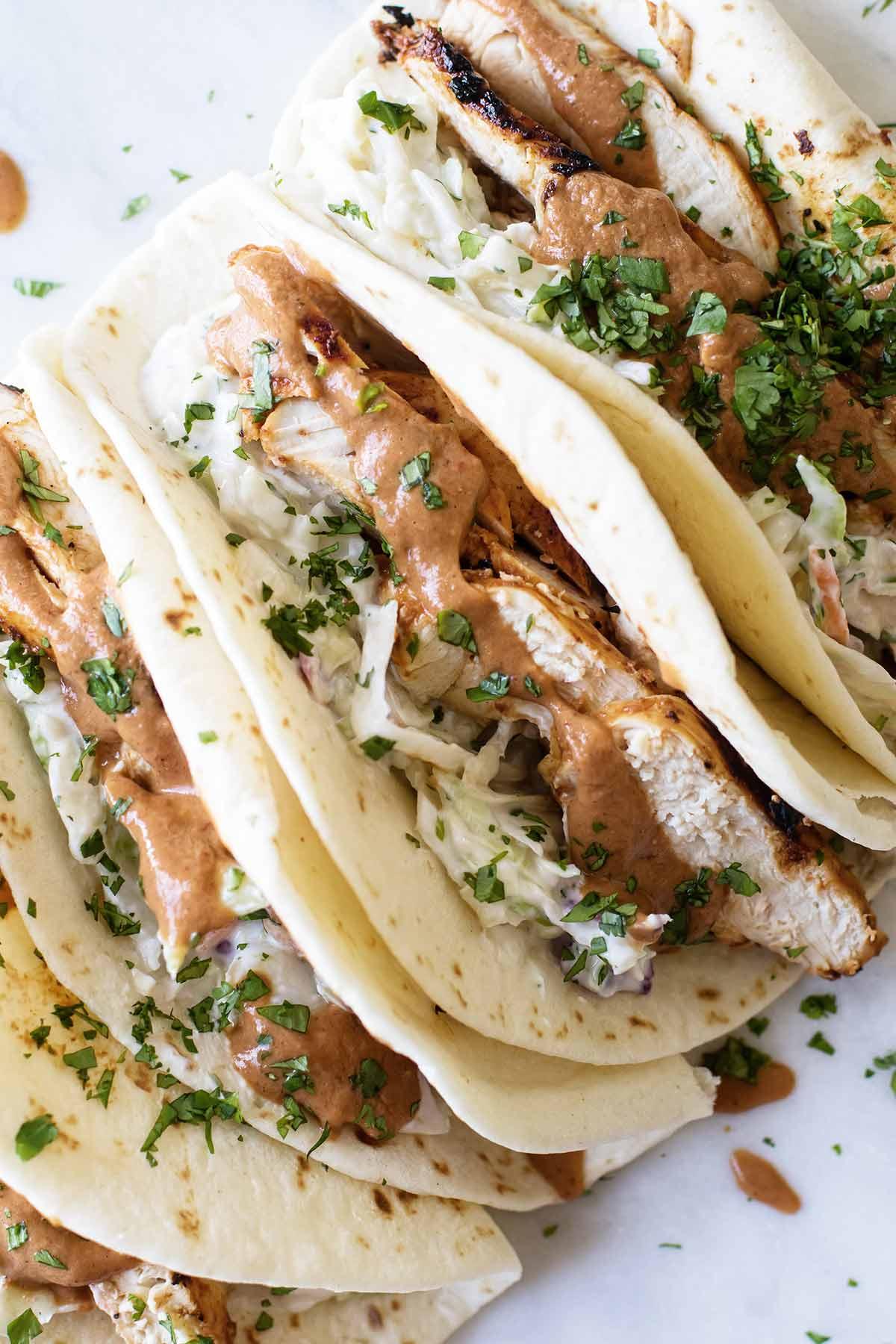 overhead photo of chicken tacos