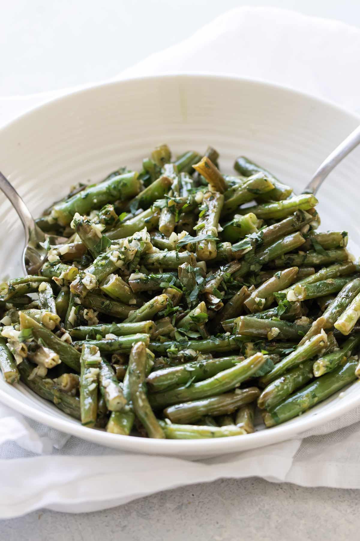 garlic-lemon green beans in a serving bowl