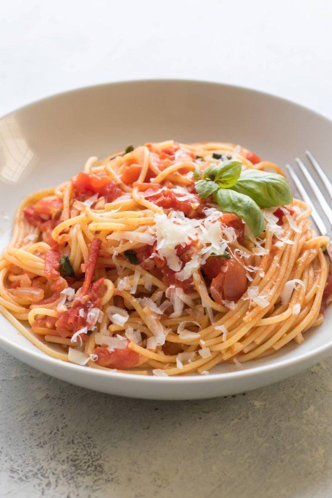 fresh tomato sauce with spaghetti.